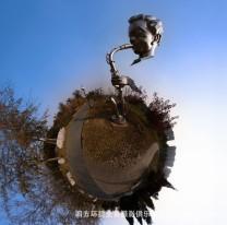 360全景摄影——吹萨克斯的不锈钢塑像